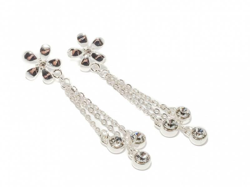 70130 Øredobber sølvfarget blomst med hengende kjeder med stener