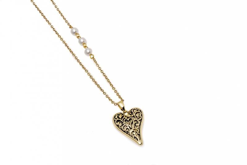 10728 Halvlangt smykke antikk gullfarge, perler og hjerte med mø